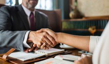 In un contratto di fidejussione sono nulle le clausole frutto di intese illecite favorevoli alla banca, ma non l'intero contratto